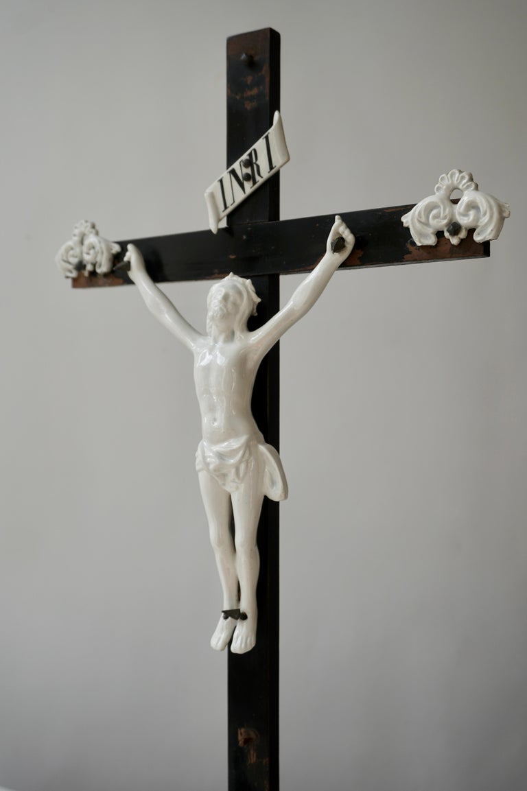 Table Crucifix with Porcelain Corpus of Christ For Sale 4