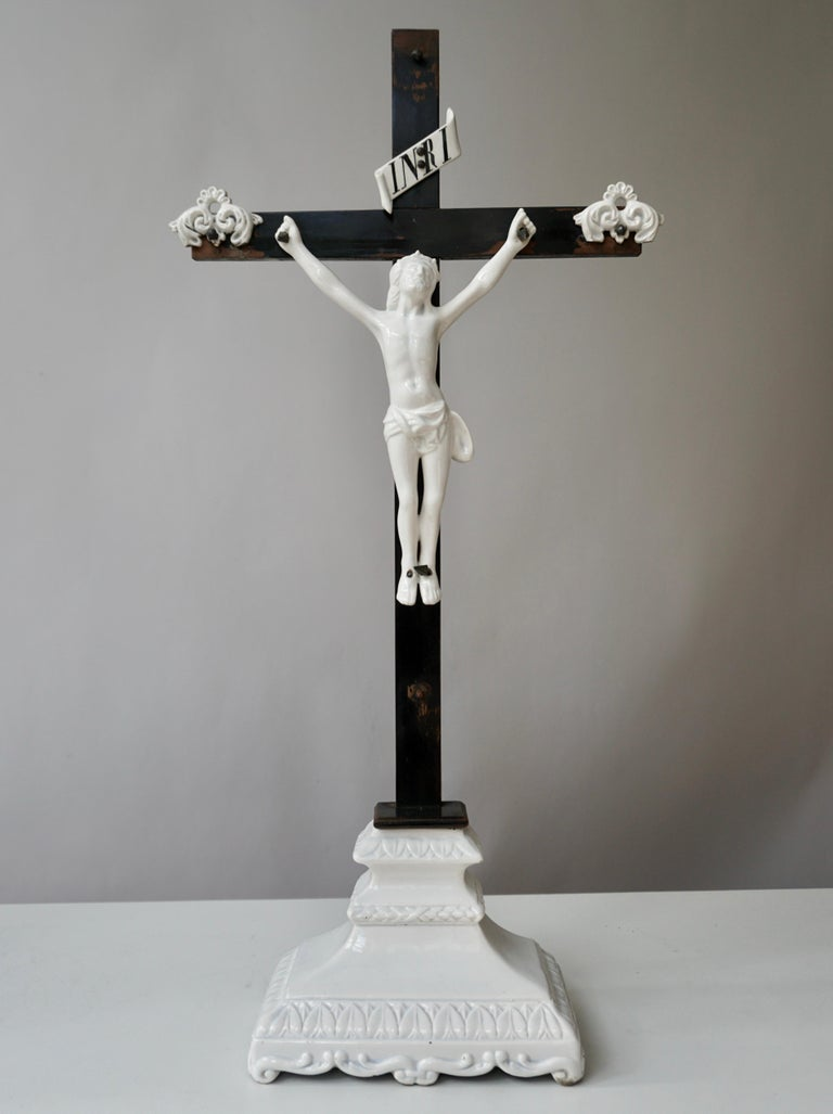 Table Crucifix with Porcelain Corpus of Christ For Sale 5