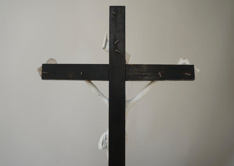 Table Crucifix with Porcelain Corpus of Christ For Sale 7