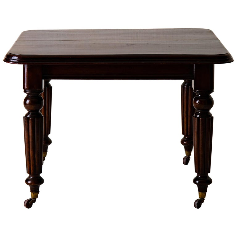 Table Dining Table English Dark Brown Mahogany, 19th Century, England For Sale