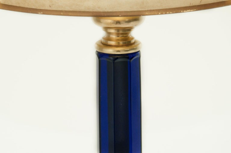 This lamp is feeting very well, with American classical decoration style. The diameter of the lamp only is 15cm, and the height with the shade is 80 cm. The blue of the item gives a sensation of deepness, and luxury. The lamp may be from Murano,