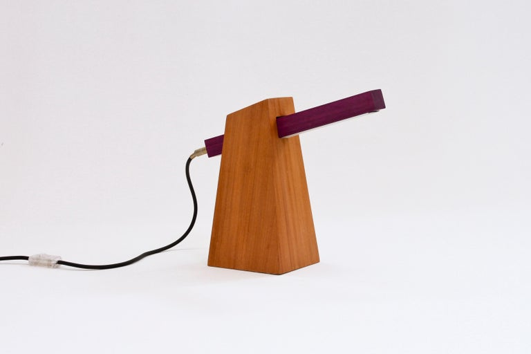 Table lamp in wood and LED.