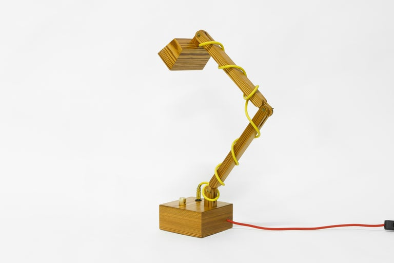 Table Lamp in Wood, Brazilian Contemporary Design by O Formigueiro In New Condition For Sale In Rio de Janeiro, RJ