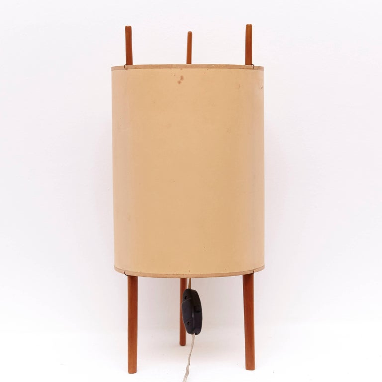 Stunning table lamp designed by Isamu Noguchi, manufactured by Knoll Associates in the United States in 1947.  In good original condition, with minor wear consistent with age and use, preserving a beautiful patina.  Isamu Noguchi was a Japanese
