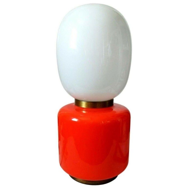 large table lamp, to be used also on the floor, mazzega 1960s production, in murano glass in shades of white and orange, with brass finishes, both for the lower and central ferrules  it measures just under 70 centimeters in height, 30 centimeters