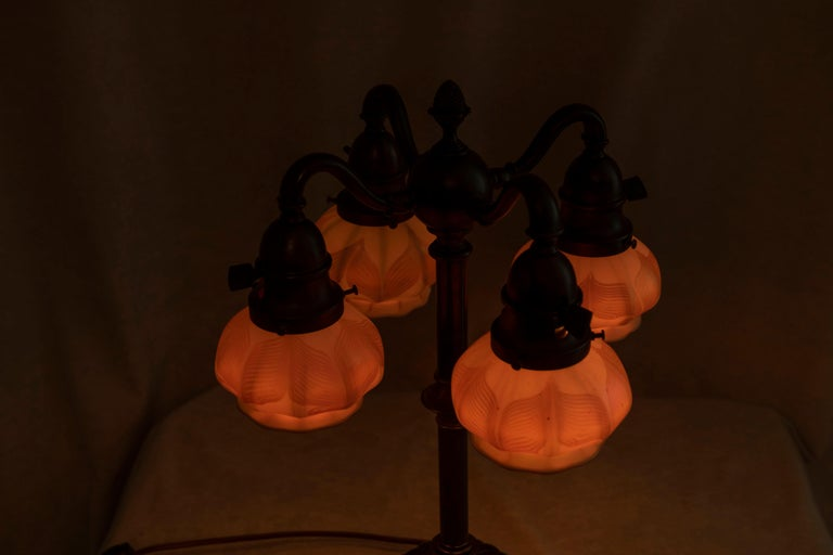 20th Century Table Lamp w/ 4 Signed Hooked Feather Quezal Art Glass Shades, Arts & Crafts For Sale
