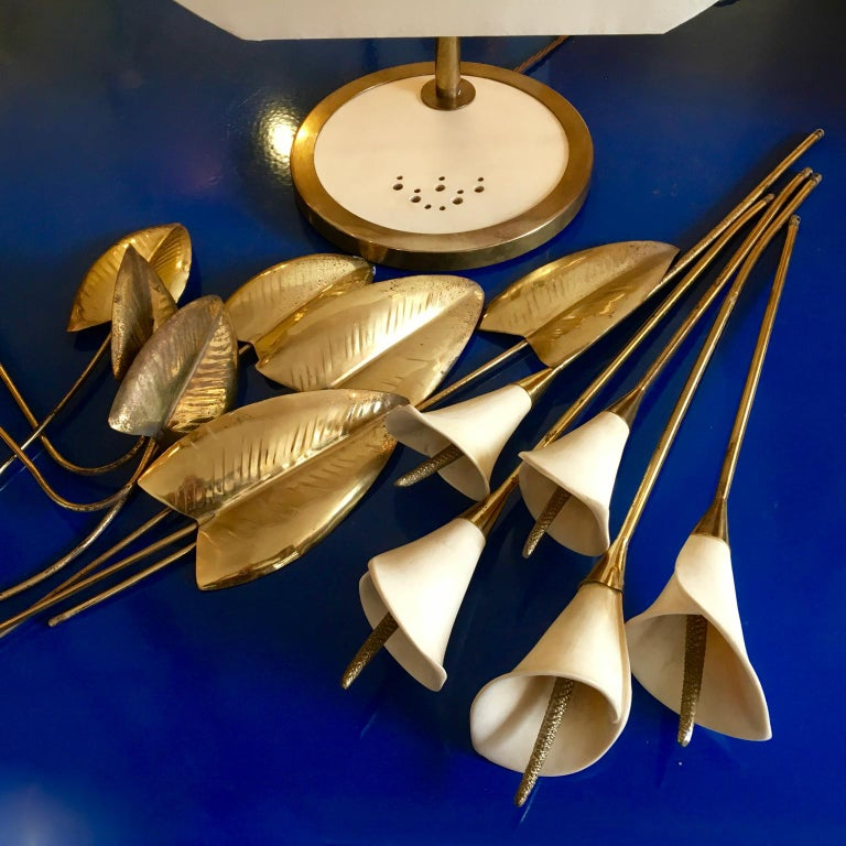 Hollywood Regency Table Light, Interchangeable Brass and Ceramic Lillies, Italy, circa 1960s-1970s For Sale