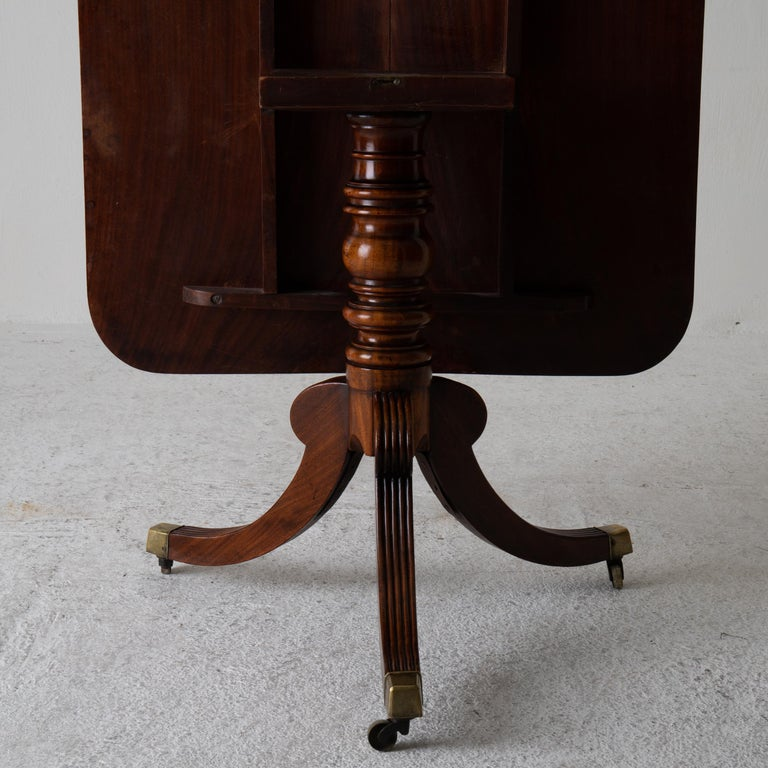 Table Tilt-Top English Mahogany, 18th Century For Sale 4