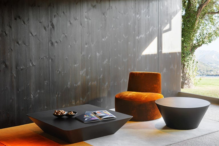 Nara is a collection of coffee tables featuring shapes of a remarkable geometric purity. It comes in two shapes, round and square, with two sizes for each. Covered entirely in leather, Nara coffee tables introduce a warm, essential presence