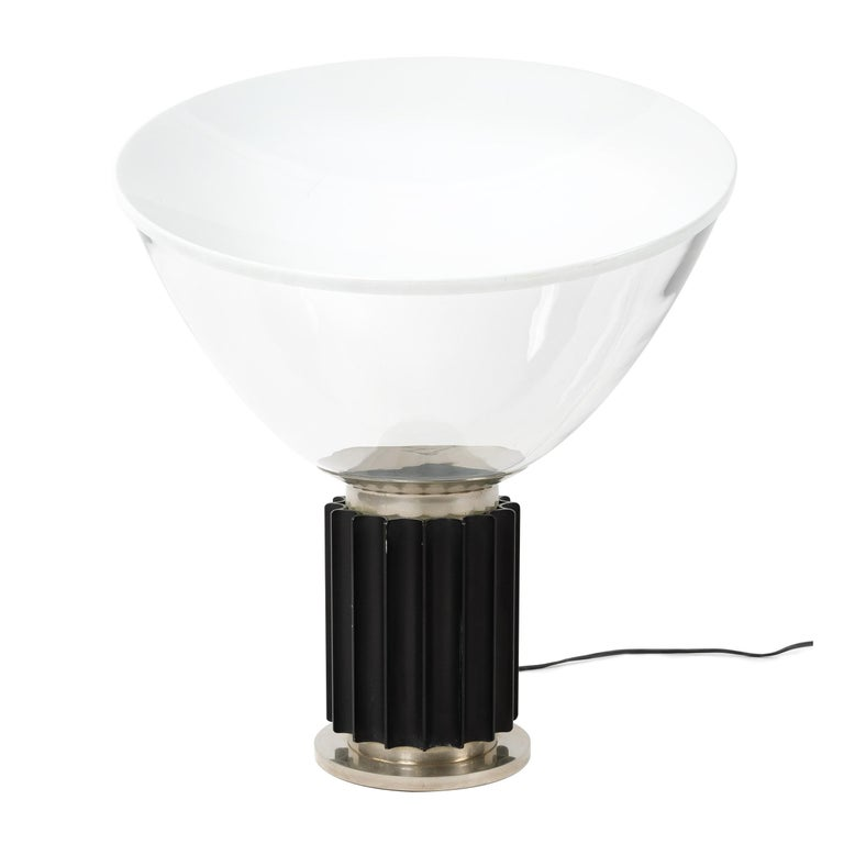 An Art Deco inspired table lamp in a timeless Mid-Century Modern shape. Designed by Achille and Pier Giacomo Castiglioni with a gearshift column and diffused concave, up-light in glass. Manufactured by Flos in the 1960s.