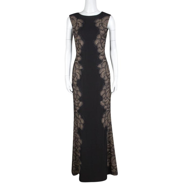 Sweep the dance floor in style by gracing this sexy evening gown artistically crafted by Tadashi Shoji. It is finely stitched with a boat-shaped neckline and sleeveless pattern showing off your delicate accessory well. The sides are paneled with