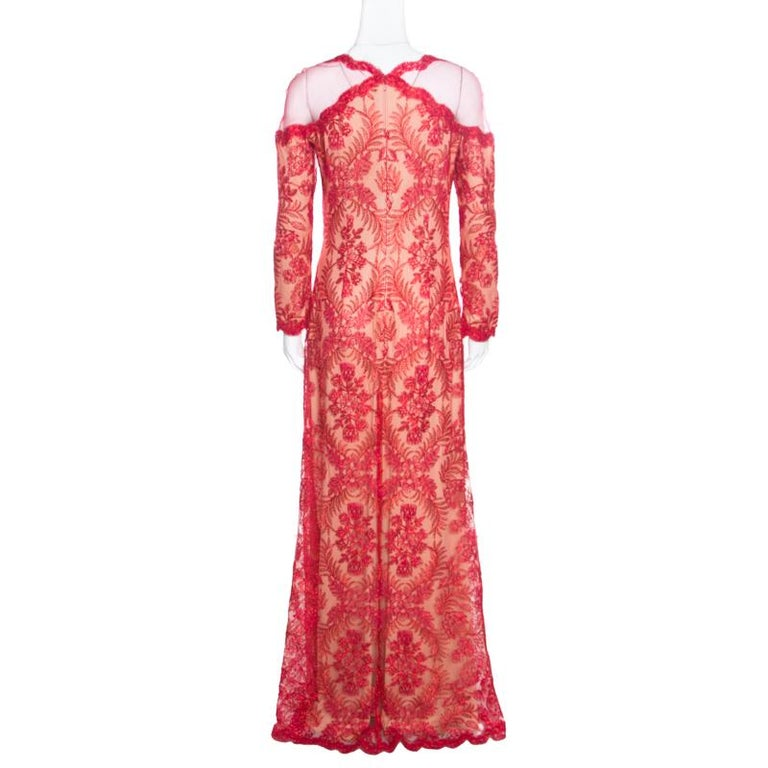 Resplendent and ravishing in red, this evening gown from Tadashi Shoji is sure to set hearts racing. The stunning creation is made of a polyester blend and features a flattering silhouette. It flaunts a metallic chord floral embroidered design all