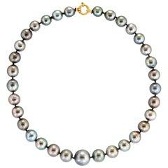 Tahitian Cultured Black Pearl Necklace Graduated 18 Karat Gold Estate