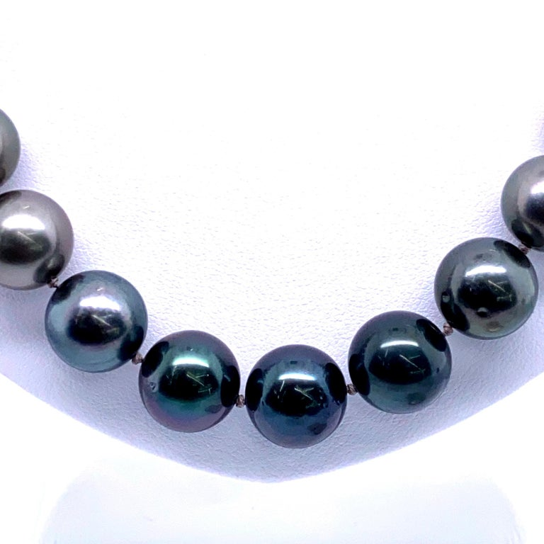 Women's Tahitian Ombre Pearl Necklace 14 Karat White Gold For Sale