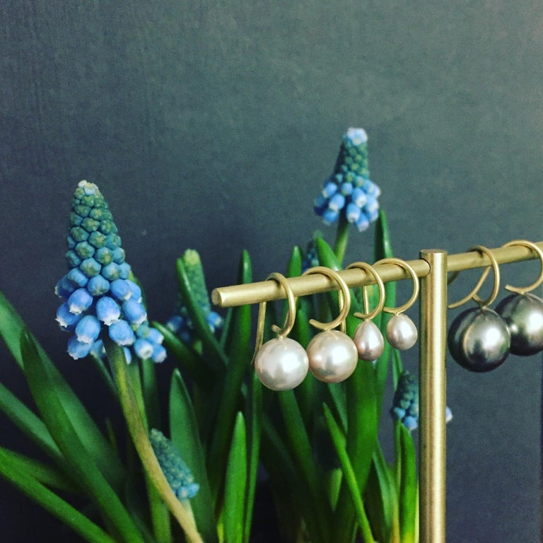 Contemporary Tahitian Pearl and 18 Karat Gold Earrings For Sale