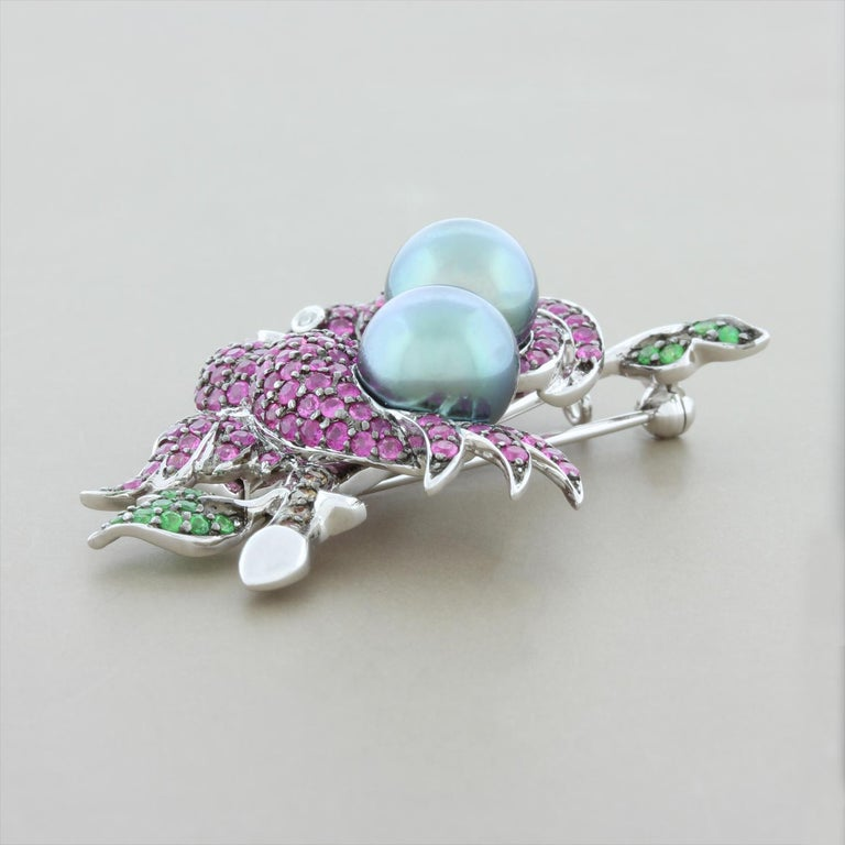Tahitian Pearl Ruby Emerald Diamond Gold Bird Brooch In New Condition For Sale In Beverly Hills, CA
