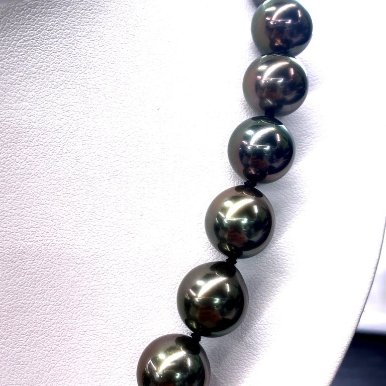 Contemporary Tahitian Pearl Strand Necklace 14 Karat White Gold 10-12 MM For Sale