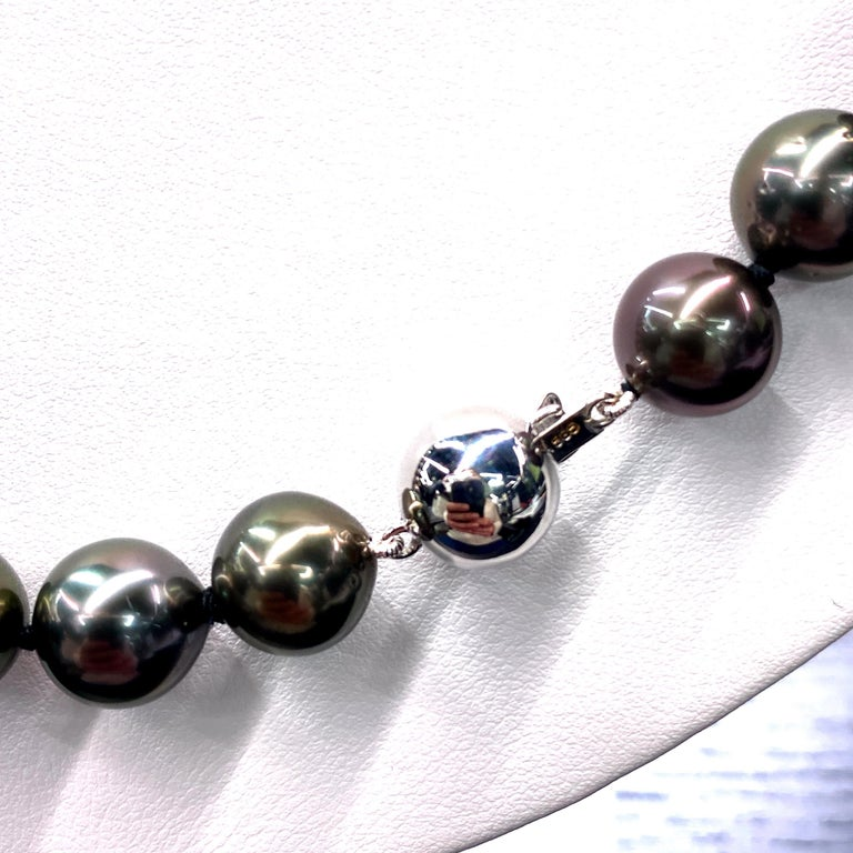 Round Cut Tahitian Pearl Strand Necklace 14 Karat White Gold 10-12 MM For Sale