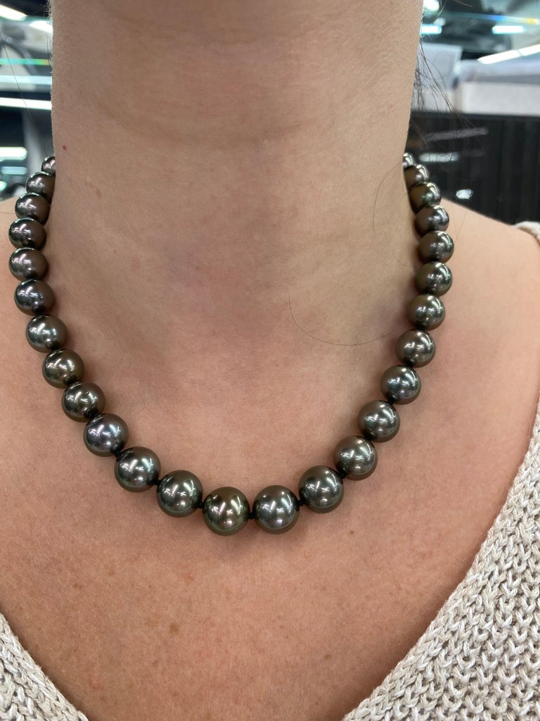 Women's Tahitian Pearl Strand Necklace 14 Karat White Gold 10-12 MM For Sale
