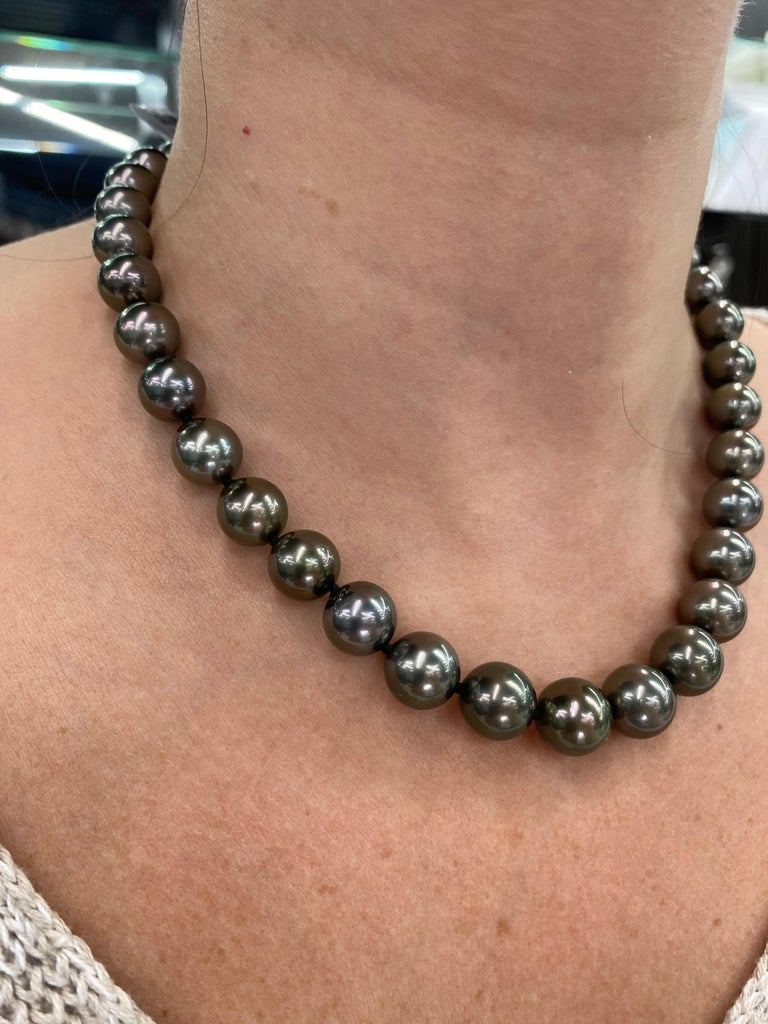 Tahitian Pearl Strand Necklace 14 Karat White Gold 10-12 MM For Sale 1