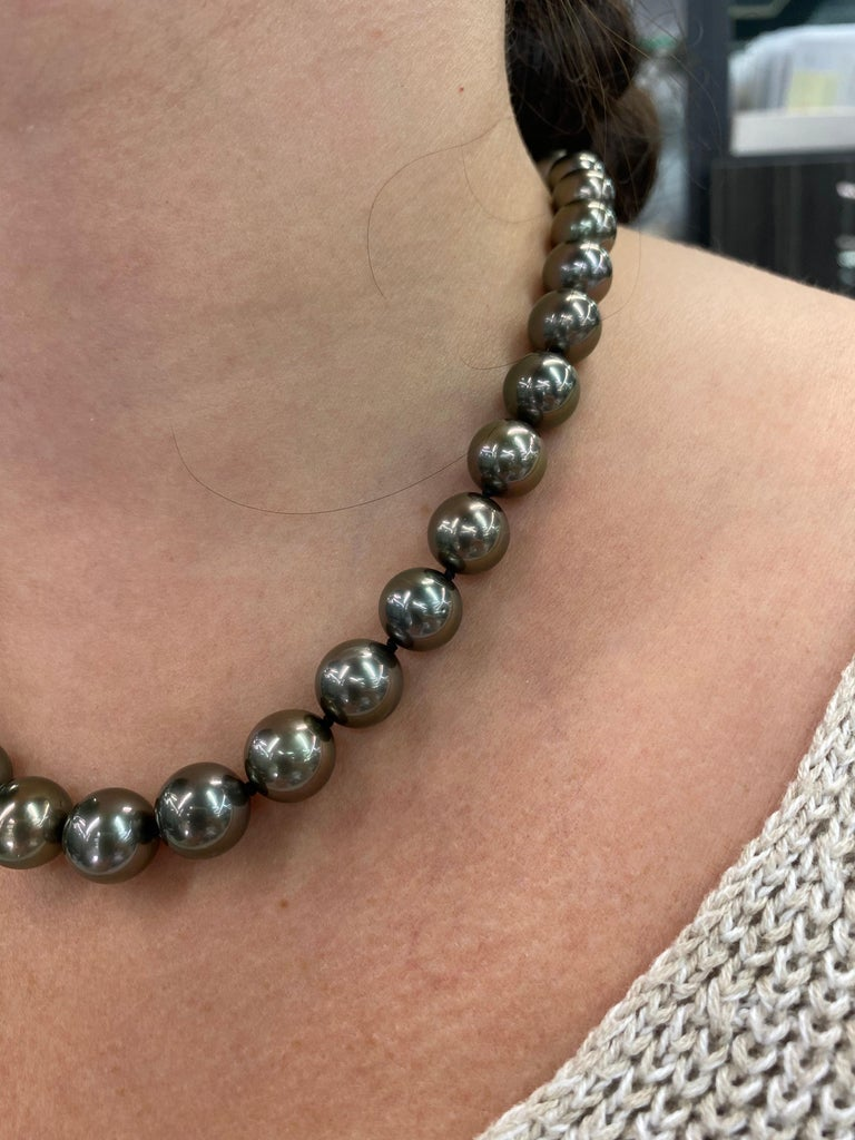 Tahitian Pearl Strand Necklace 14 Karat White Gold 10-12 MM For Sale 2