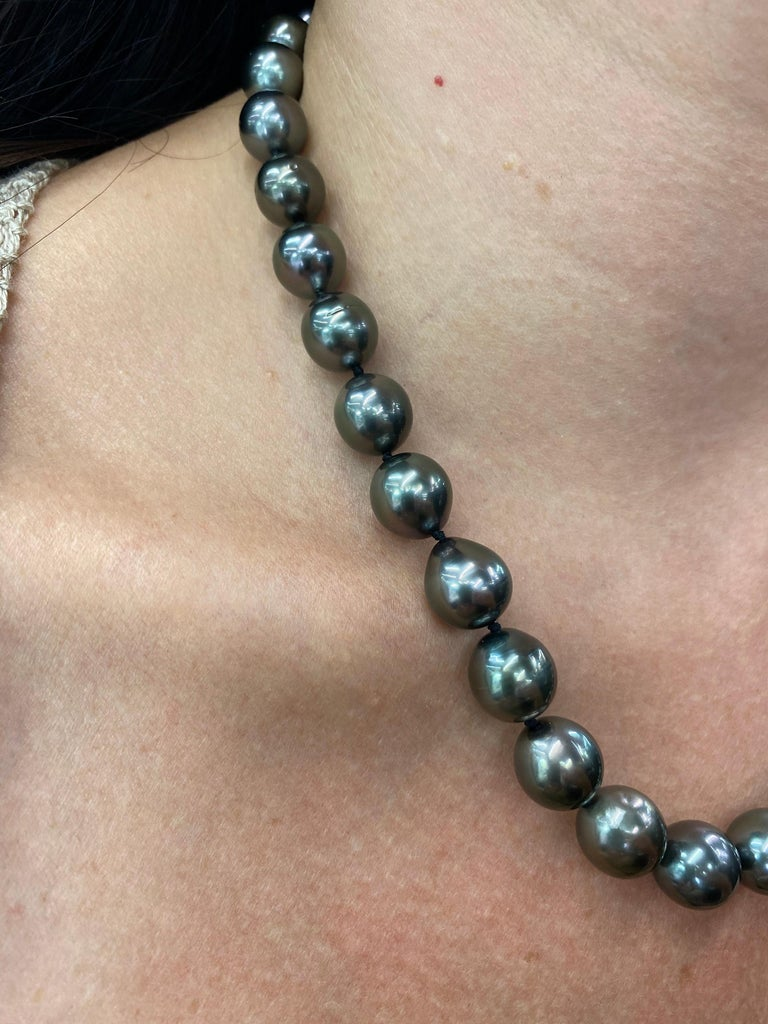 Tahitian Strain Pearl Strand Necklace 14 Karat White Gold For Sale 5