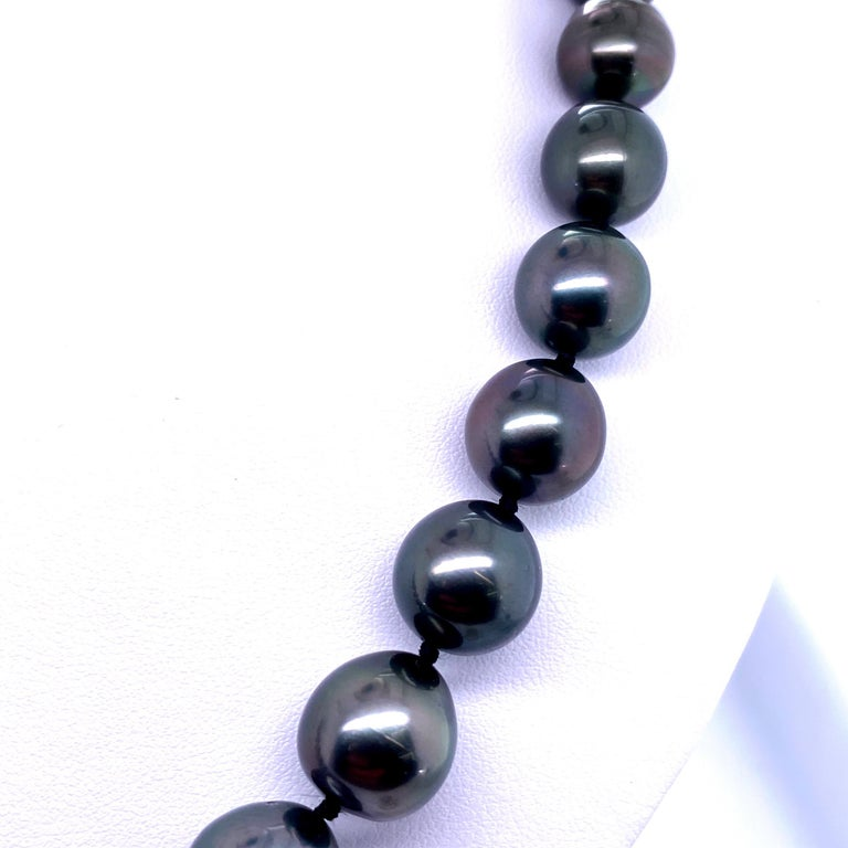 Contemporary Tahitian Strain Pearl Strand Necklace 14 Karat White Gold For Sale
