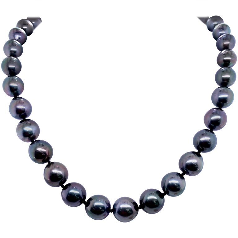 Tahitian Strain Pearl Strand Necklace 14 Karat White Gold For Sale