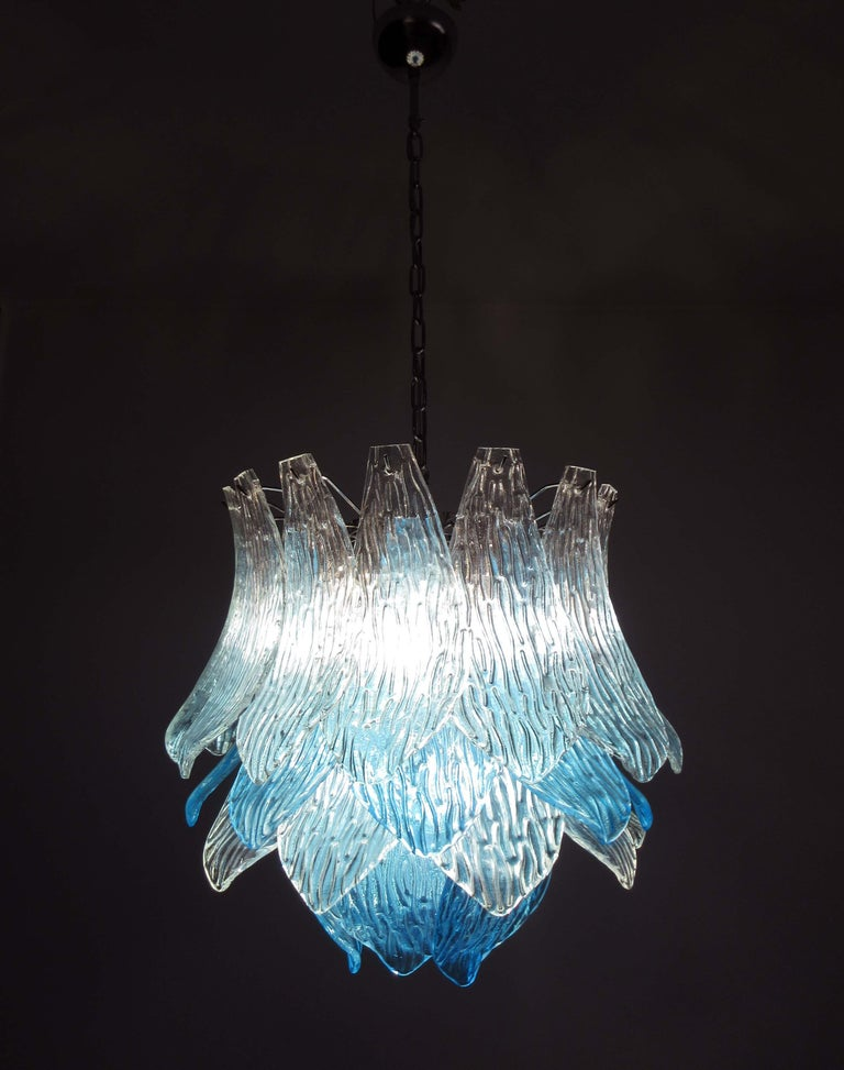 Late 20th Century Talian Vintage Murano Glass Chandelier, 38 Glasses, Blue and Trasparent For Sale