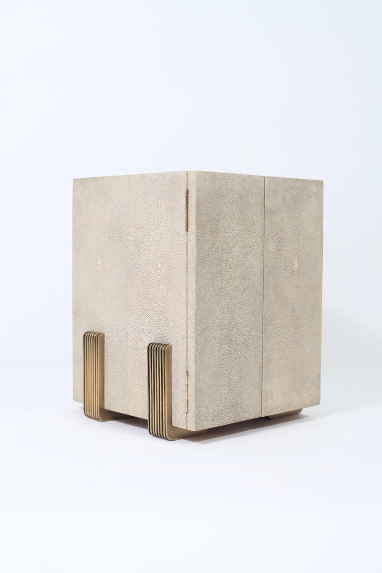 French Talisa Jewelry Chest in Cream Shagreen, Black Pen Shell & Brass by R&Y Augousti For Sale