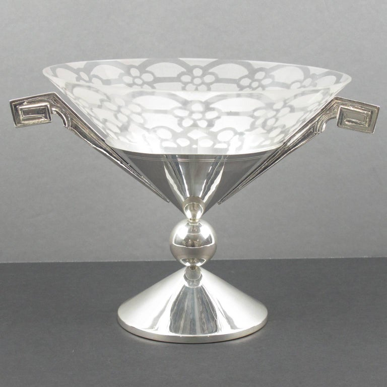 Rare French Art Deco chalice centerpiece, serving bowl. Unusual tall pedestal shape in silver plate with engraving and large geometric handles. Central bowl is in clear blown glass with typical Art Deco geometric frosted etching all around.