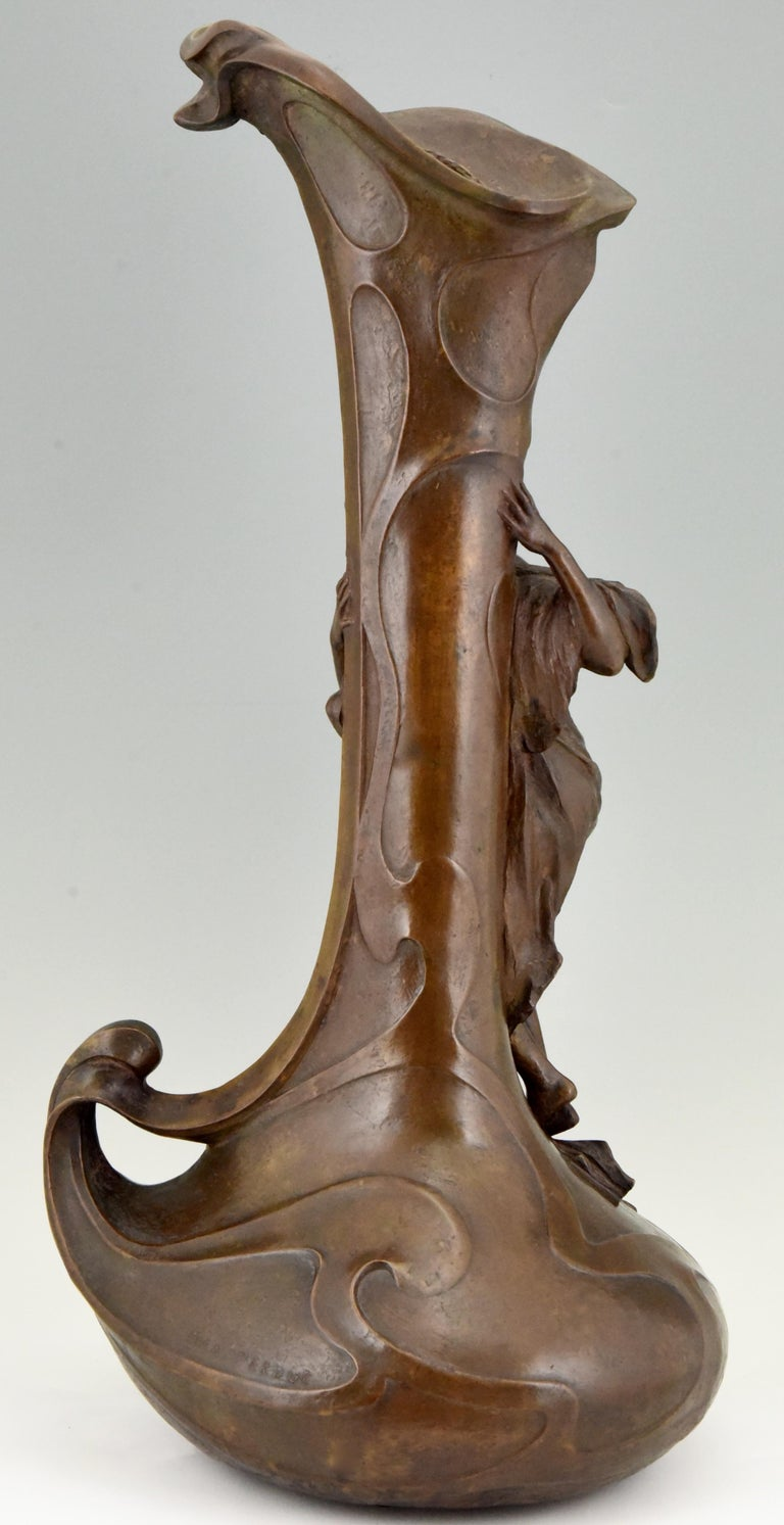 Tall Art Nouveau Bronze Vase Lady at a Fountain Lucas Madrassi, France, 1900 In Good Condition For Sale In Antwerp, BE