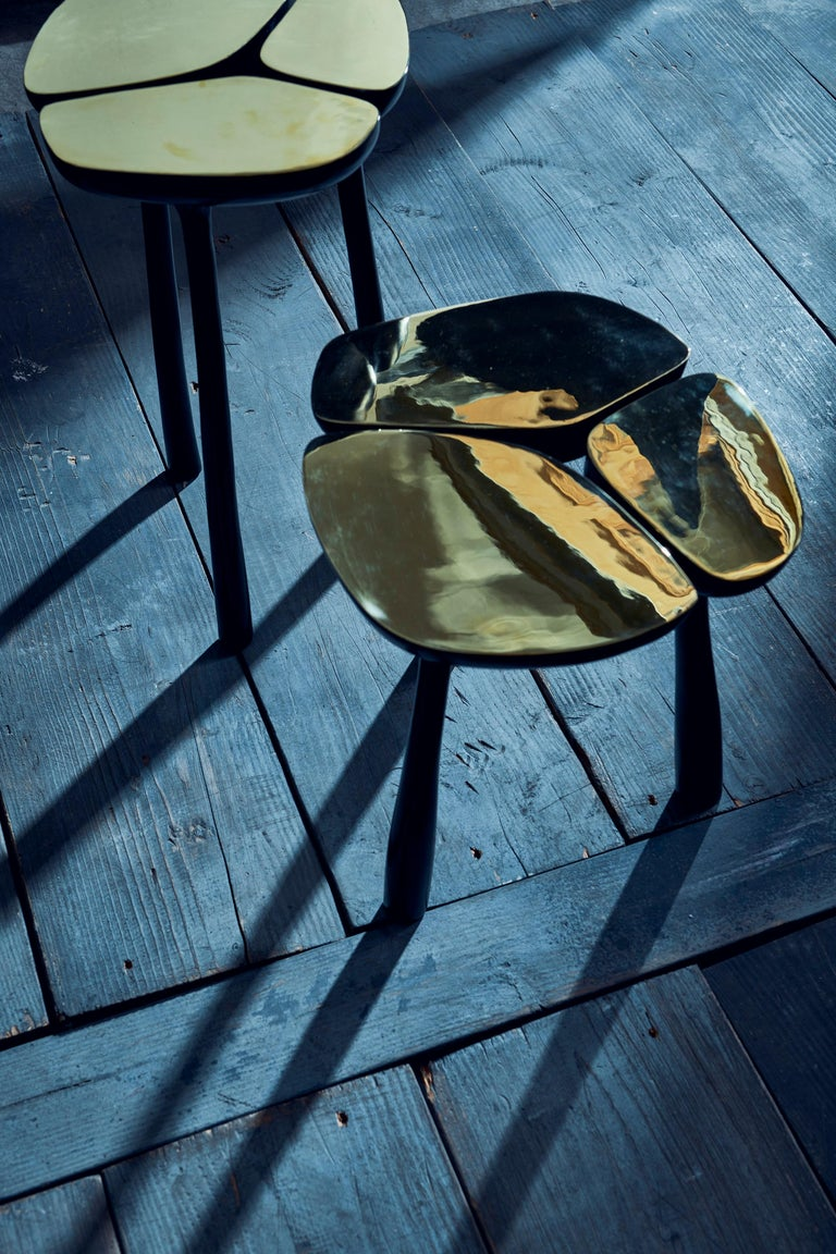 Sculptural tall Jasper side table in polished gold bronze and dark bronze inspired by contemporary sculptural forms. The top surface is in a polished gold bronze in a brass finish contrasting with the dark bronze of the legs.