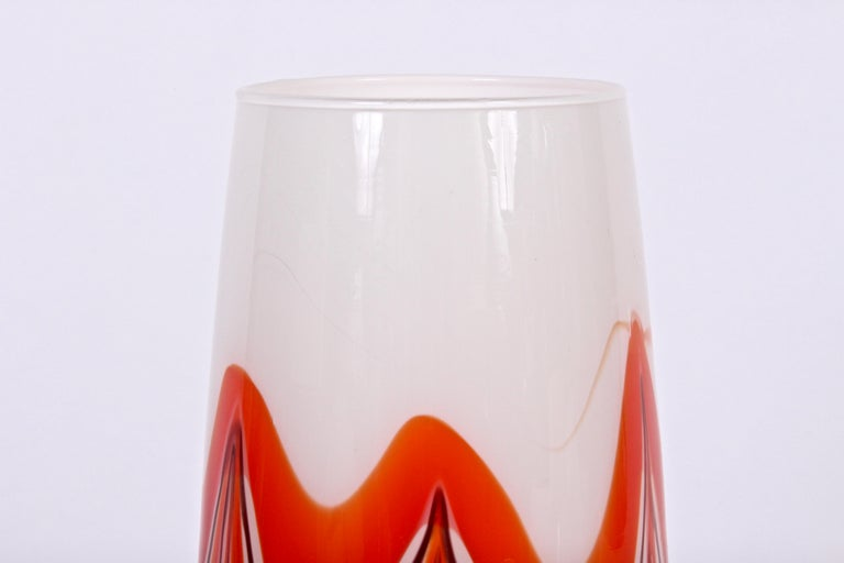 Carlo Moretti swirl orange, deep maroon and white marbled Murano opaque glass vase. Elegant. Never used. Made in Murano, Italy.