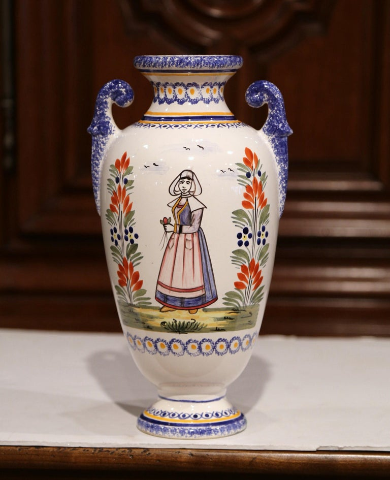 Early 20th Century French Hand-Painted Faience Vase Signed Henriot Quimper For Sale 1