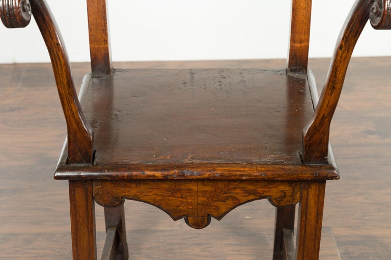 Tall English Georgian Wooden Armchair with Carved Cartouche, circa 1800-1820 For Sale 2