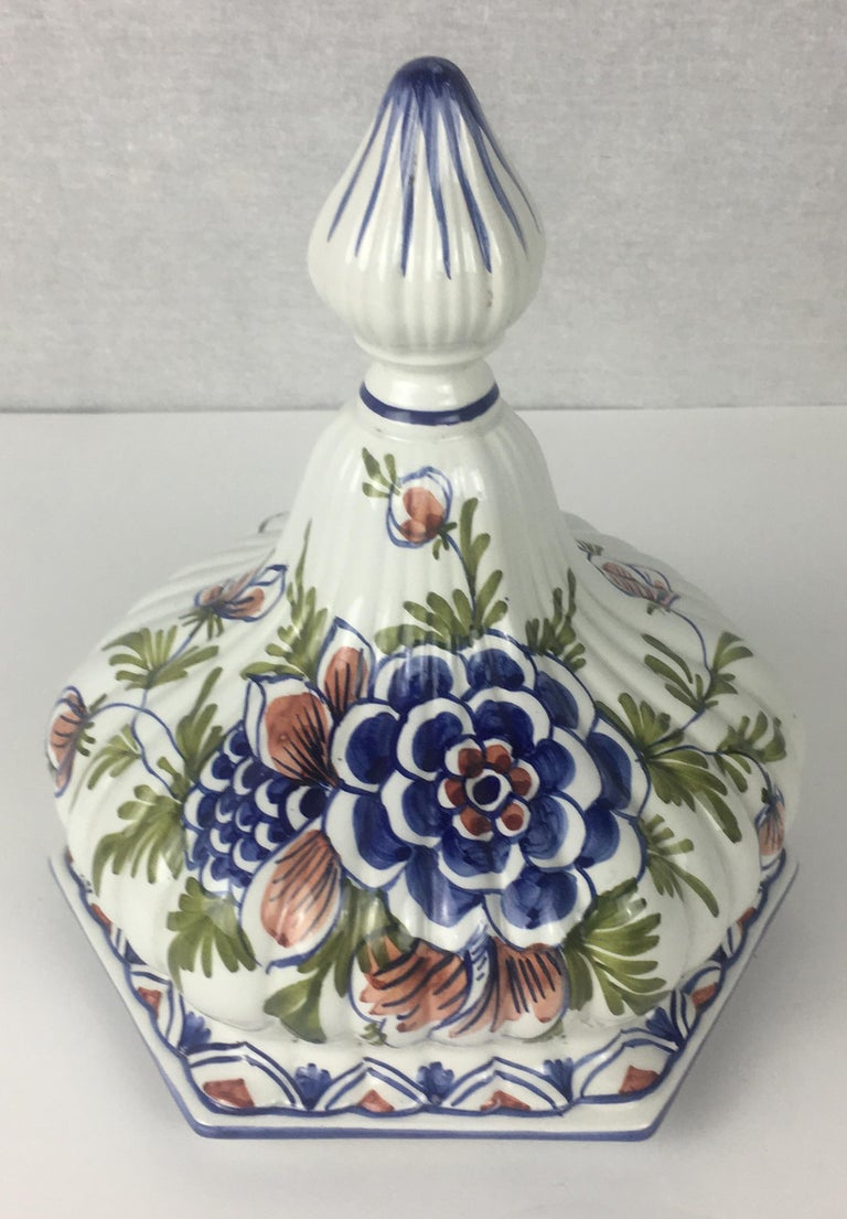 Tall Classic Late 19th-Early 20th C.  French Hand-Painted Ceramic Centerpiece For Sale 5