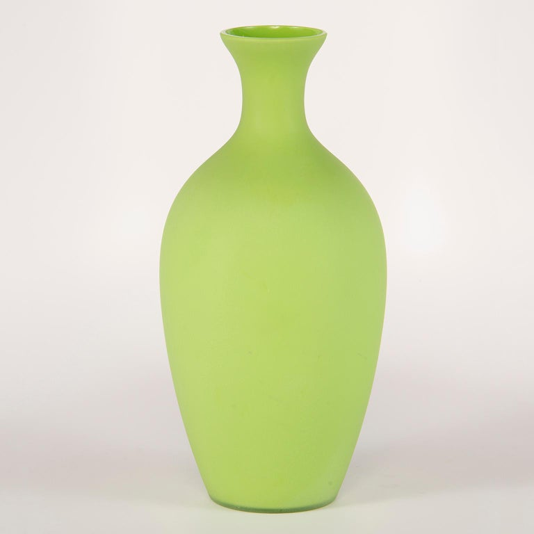 Tall Midcentury Cenedese Murano Glass Green Vase In Excellent Condition For Sale In Troy, MI