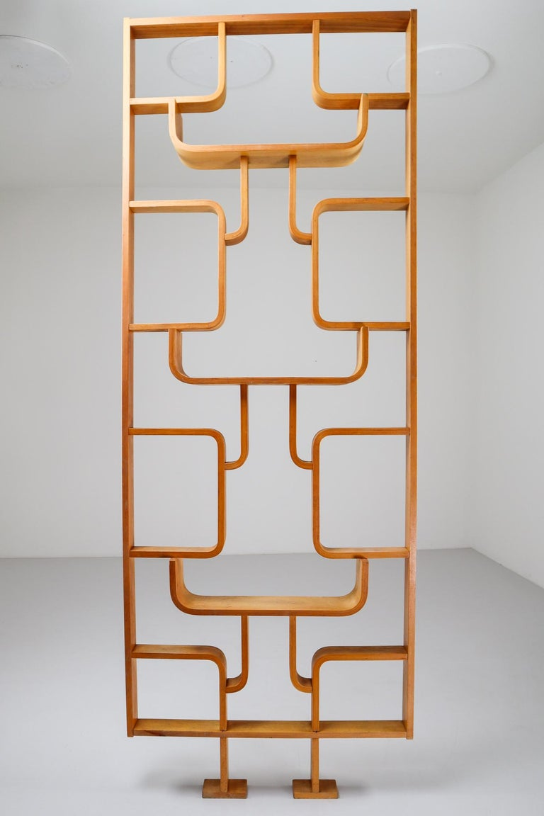 Tall Midcentury Room Divider in Blond Bentwood, Czech Republic, 1960s In Good Condition For Sale In Almelo, NL
