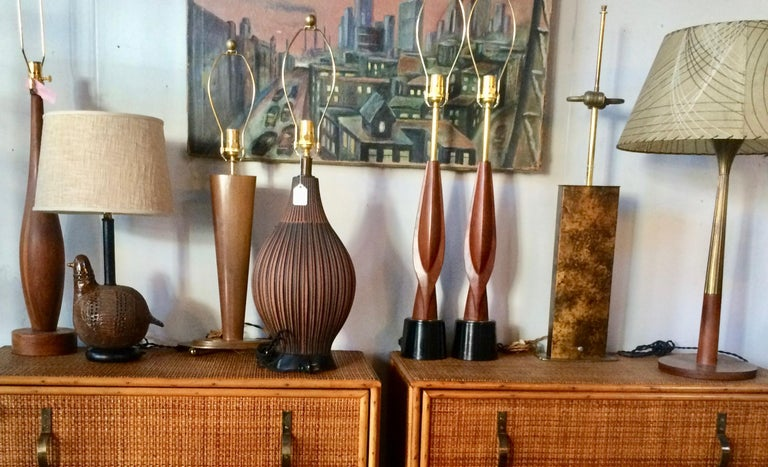 Mid-Century Modern Tall Pair Laurel Lamp Co. Walnut & Black Enamel Biomorphic Table Lamps For Sale