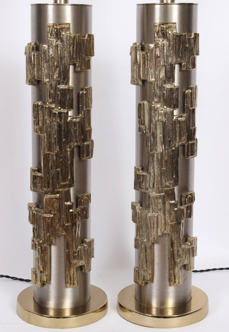 Tall Pair of Laurel Lamp Co. Brushed Steel & Brass Relief Brutalist Table Lamps In Good Condition For Sale In Bainbridge, NY