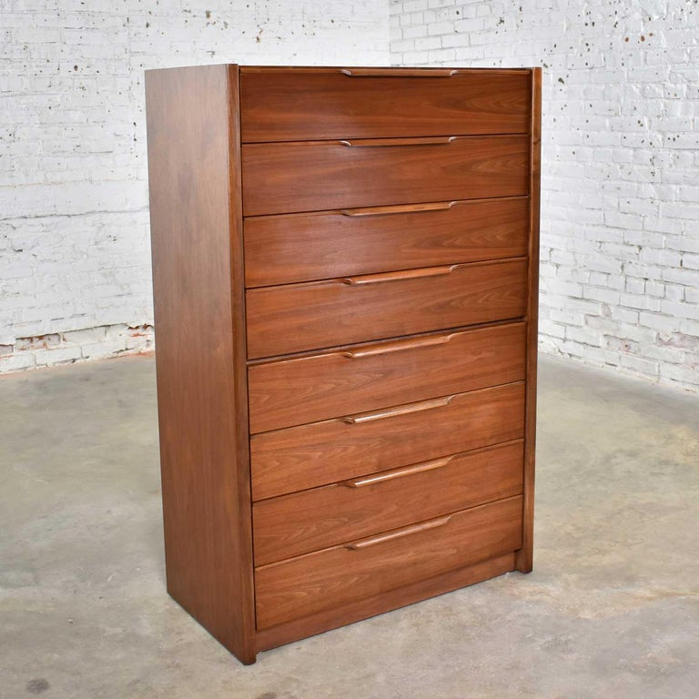 Handsome Scandinavian Modern style tall walnut chest of drawers by Barzilay Furniture Manufacturing Company. It is in fabulous vintage condition with no outstanding flaws we have found. Please see photos, circa 1980s.