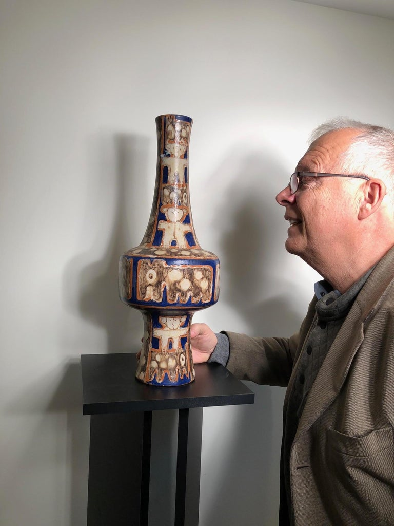 This is a wonderful handmade, hand-painted and hand glazed few- of- a- kind, mid-century modern ceramic creation of a tall classic footed bottle vase or possible lamp base by master designer Eva Fritz-Lindner (1933-2017) working near Karlsruhe some