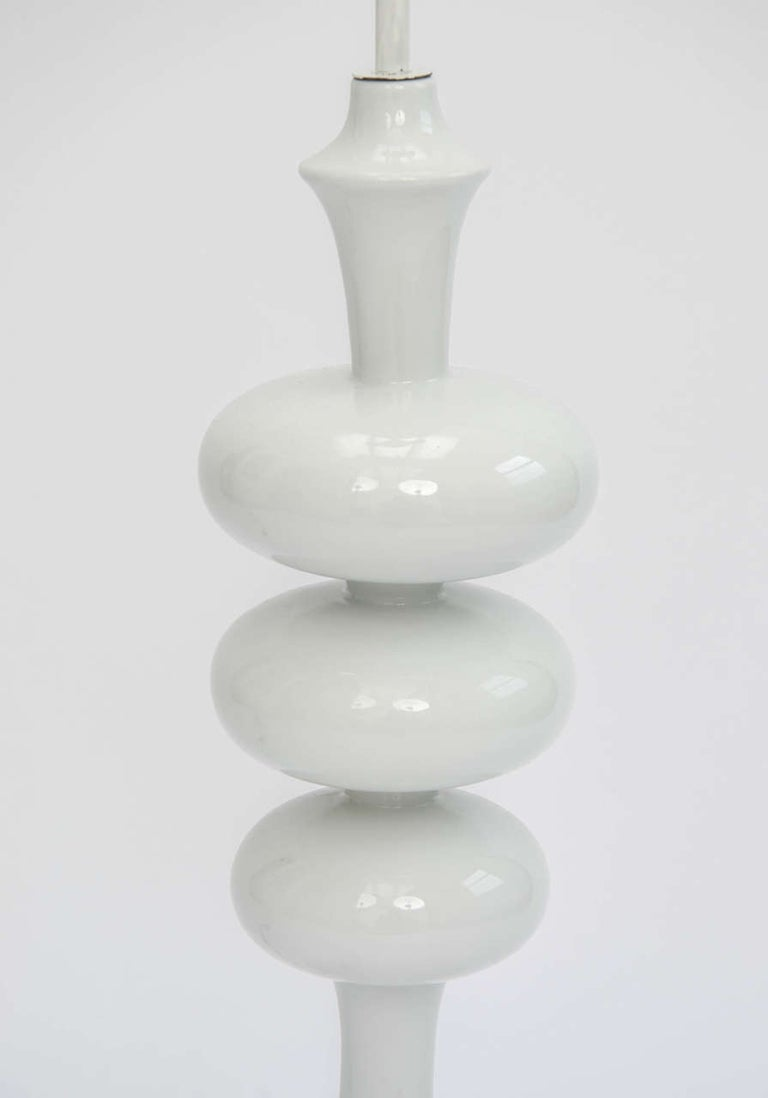 Tall White Midcentury Ceramic Table Lamp, in the Shape of a TV Tower, European For Sale 1