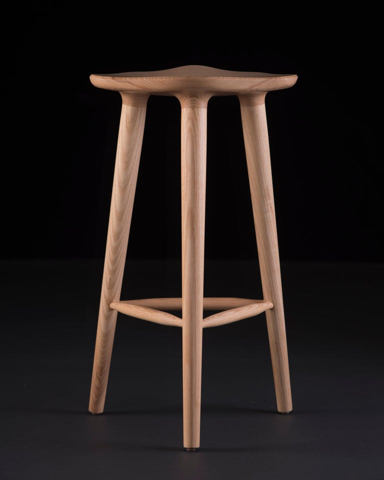 Descendants of an extraordinary family, TAM stools are grown to 65 cm in height, multiplying in a garden of possibilities while preserving in their genetic makeup the beauty of ashwood. Its radiant design has become an icon in kitchens, restaurants,