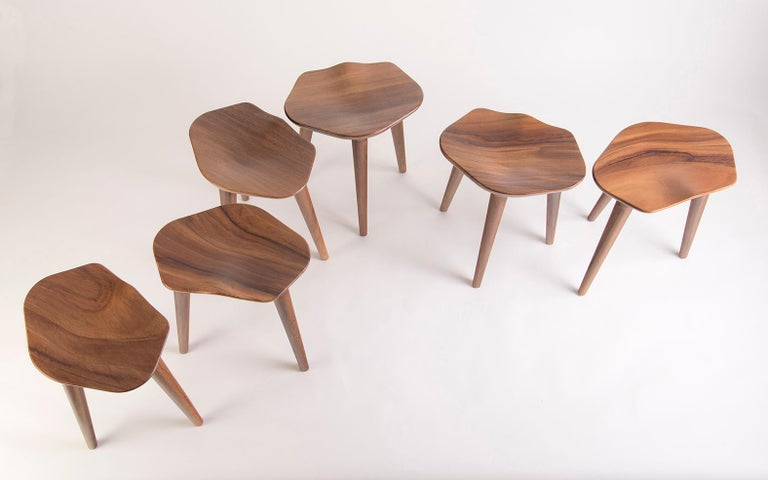 A sculptural clover or three stools: tam is both of those things. Like leaves that blow in the wind, the individual stools can land dispersed throughout the house, or they can stay together as a clover, for good luck. As light shines on the tam