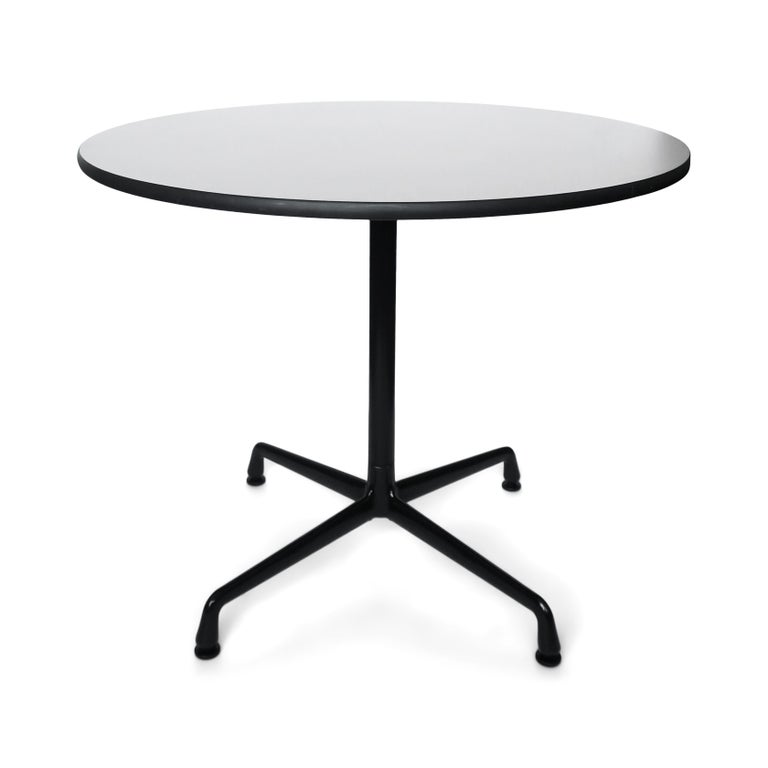 From Ray & Charles Eames' iconic Aluminum Group collection for Herman Miller, this timeless Mid-Century Modern Classic is as much at home in a breakfast nook as in an office. With a 36