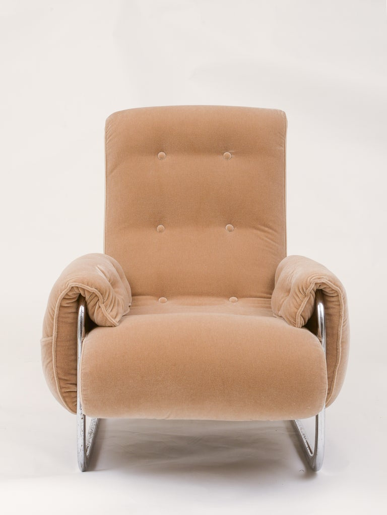 Tan brown mohair velvet large lounge chairs, Guido Faleschini, 1970's, Italy This is a big and comfortable stylish pair of lounge chairs that looks great in any decor.