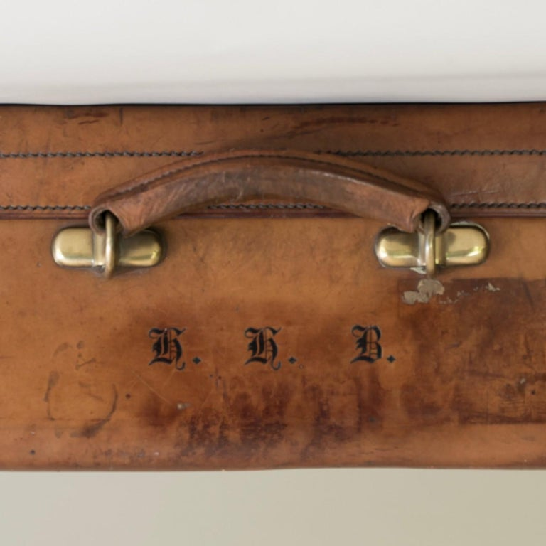 Tan Leather Suitcase, circa 1900. For Sale 5