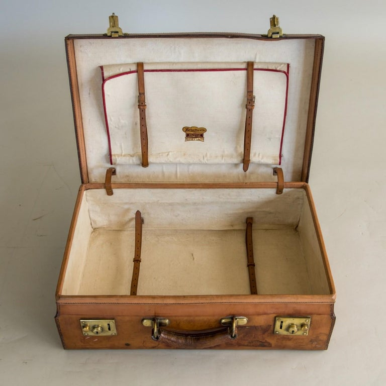 Tan Leather Suitcase, circa 1900. In Good Condition For Sale In London, GB